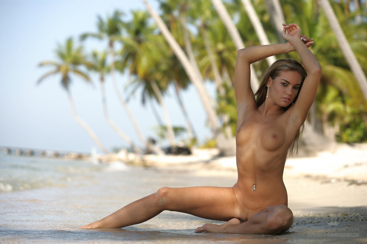Naked On The Islands
