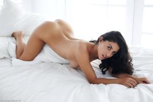 Nadia goala si seducatoare 4